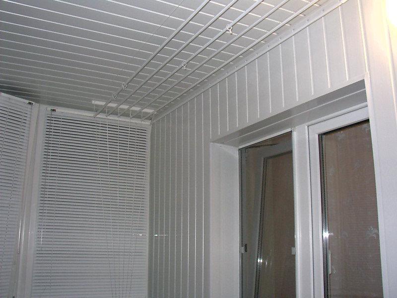 Внутрення отделка балкона или лоджии. обшивка белой шовной п.